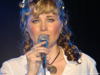 Lucy Lawless - Eye contact